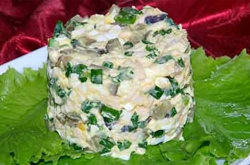 Салат из яиц и огурцов с